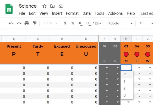 Student attendance tracker template in Google Sheets/ Using the dropdown menu to select student status